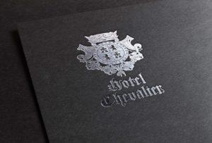 """Візуалізація розробленого логотипу для готелю """"Шевальє"""", гірськолижний курорт """"Буковель""""."""